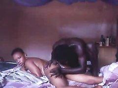 Любительский негритянский секс на кровати
