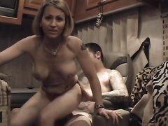 Домашний анальный секс со зрелой женой