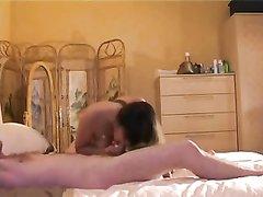 Жена хочет сделать приятно своему любимому мужу