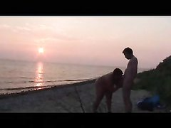 Любительский секс на нудиском пляже от пожилой женатой пары