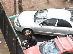 Русская молодая пара трахается на стоянке
