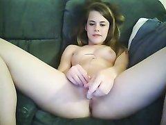 Девушка по имени Элен показывает свою мастурбацию на вебкамеру