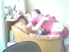Парень захотел свою молодую девушку на кресле