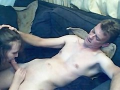 Жена сосет и глотает сперму мужа