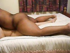Негр трахает тайскую проститутку