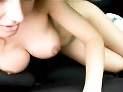Любительский секс в машине с любимой