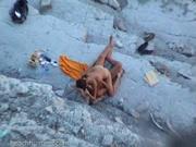 Скрытая камера поймала быстрый секс молодых на нудистком пляже