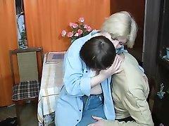 Молодой русский солдат и его зрелая соседка