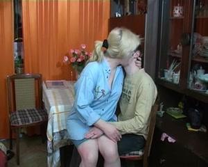Порно с юной русской соседкой