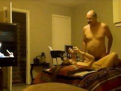 Пожилой мужчина нашел себе молодую сексапильную любовницу