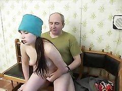 Русская молодая врачиха приехала к пожилому пациенту