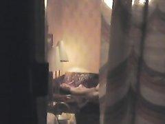 Молодая студентка дома одна - скрытая камера