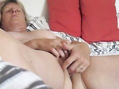 Порно смотреть скрытая камера вдова мастурбирует