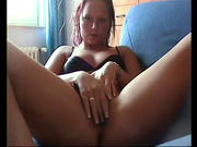 Девушка мастурбирует и засовывает себе трусики в киску