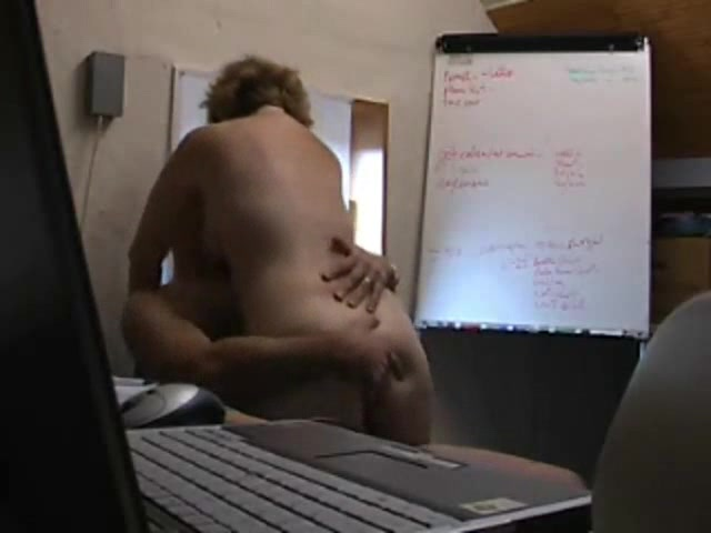 секс в офисе с колегами