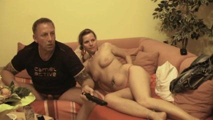 Милая пара решила снять домашнее порно