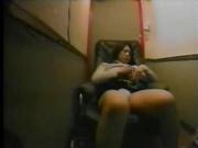 Женщина поймана за мастурбацией на рабочем месте