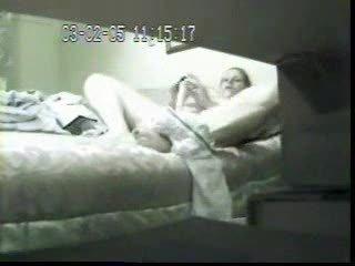 Скрытая камера как девушка трахает себя фалоимитатором видео фото 508-253