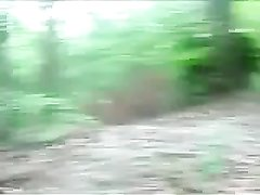 Уговорил свою девушку на секс стоя в общественном парке