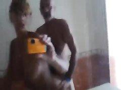 Зрелая жена трахнута стоя раком перед зеркалом