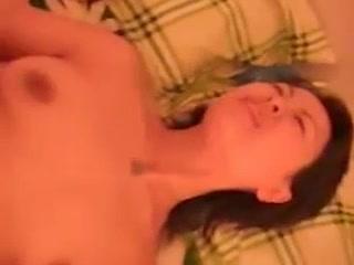 Парень трахает азиатскую проститутку в презервативе