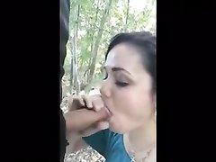 Кончил в рот любимой в лесу