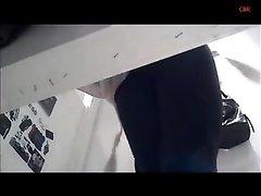 Скрытая камера в магазине одежды