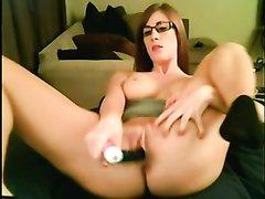 Домашняя мастурбации девушки в очках и черных носках
