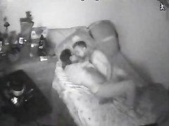 Скрытая камера ночного видения поймала студентов за шалостями