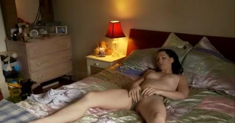 Сняли на видео как женщина мастурбировала