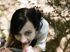 Очаровательная немка сосет член в парке