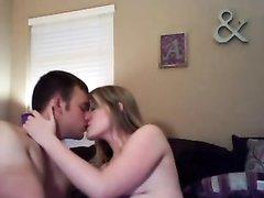Американские студенты снимают свою любовную жизнь на вебкамеру