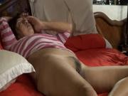 Жена без трусиков ждет мужа на кровати