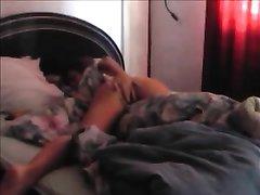 Сексапильная студентка с волосатой киской жестко трахнута в студенческой общаге