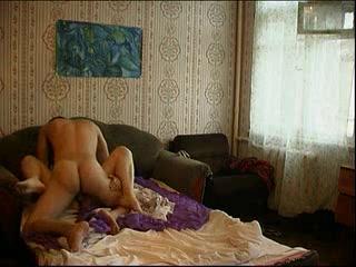 Снимает на телефон домашний секс