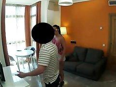 Девушка снимает на скрытую камеру как она соблазняет мужа своей подруги