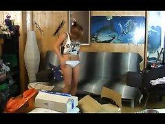 Девушка снимает на скрытую камеру как она соблазняет молодого человека