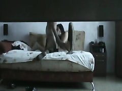 Мужчина снял на скрытую камеру анал с проституткой