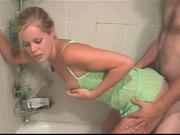 Любительский минет и секс в ванной
