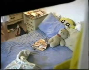 Скрытая камера в шкафу поймала студентку за мастурбацией