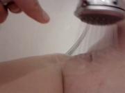 Моя бывшая снимает свою мастурбацию в ванной от первого лица