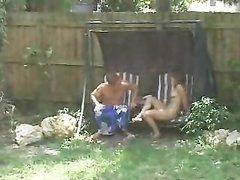 Американские студенты трахаются в саду не зная что их снимают на скрытую камеру