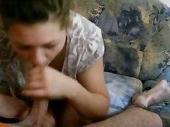 Жена из Венгрии заботливо сосет мужу