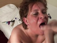 Зрелая толстуха секс игрушкой дрочит киску и сосёт член любовника для буккакэ