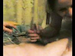 Любительское русское видео с озабоченной парочкой встретившей праздник в постели