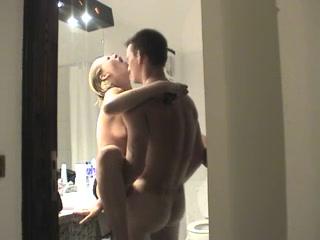 В домашнем русском видео парочка делает нежный куни и минет до проникновения