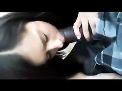 Итальянская брюнетка в любительском видео сосёт чёрный член и трахается с негром