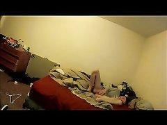 За любительской мастурбацией жены в горячем видео подглядывает супруг