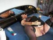 Немецкая толстуха в чулках в постели занялась домашней мастурбацией с секс игрушкой