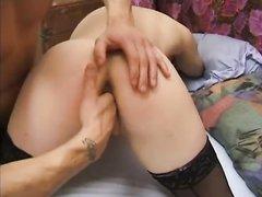 Испанская брюнетка в чулках соскучилась по любительскому анальному сексу